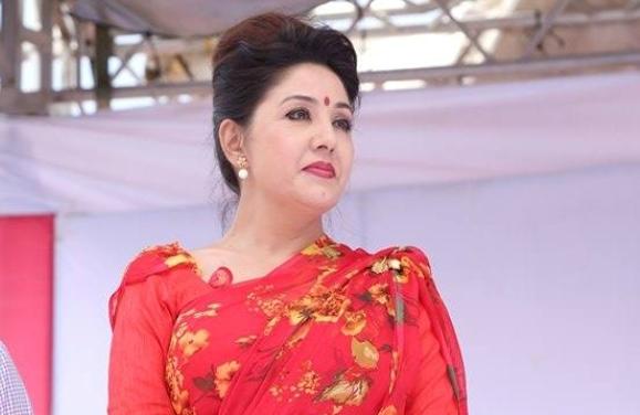 बाबुरामको पार्टी छाडेकी करिश्माको निष्कर्ष– 'अब राजा राख्ने, दुई विचारले नेपाल चलाउने !'